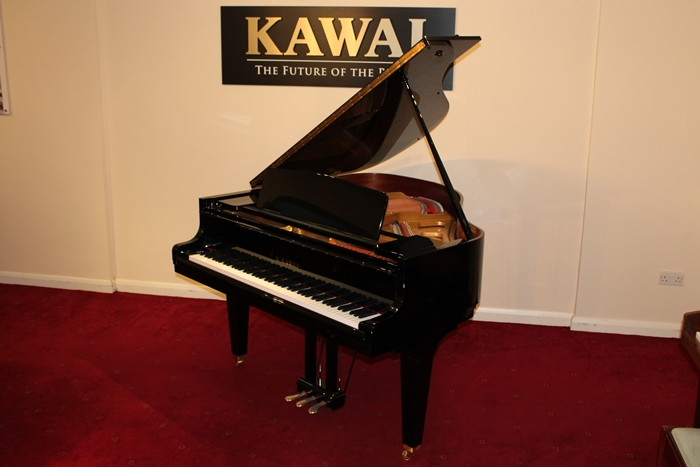 Kawai gl10 baby grand piano horsham piano centre for Smallest baby grand piano dimensions